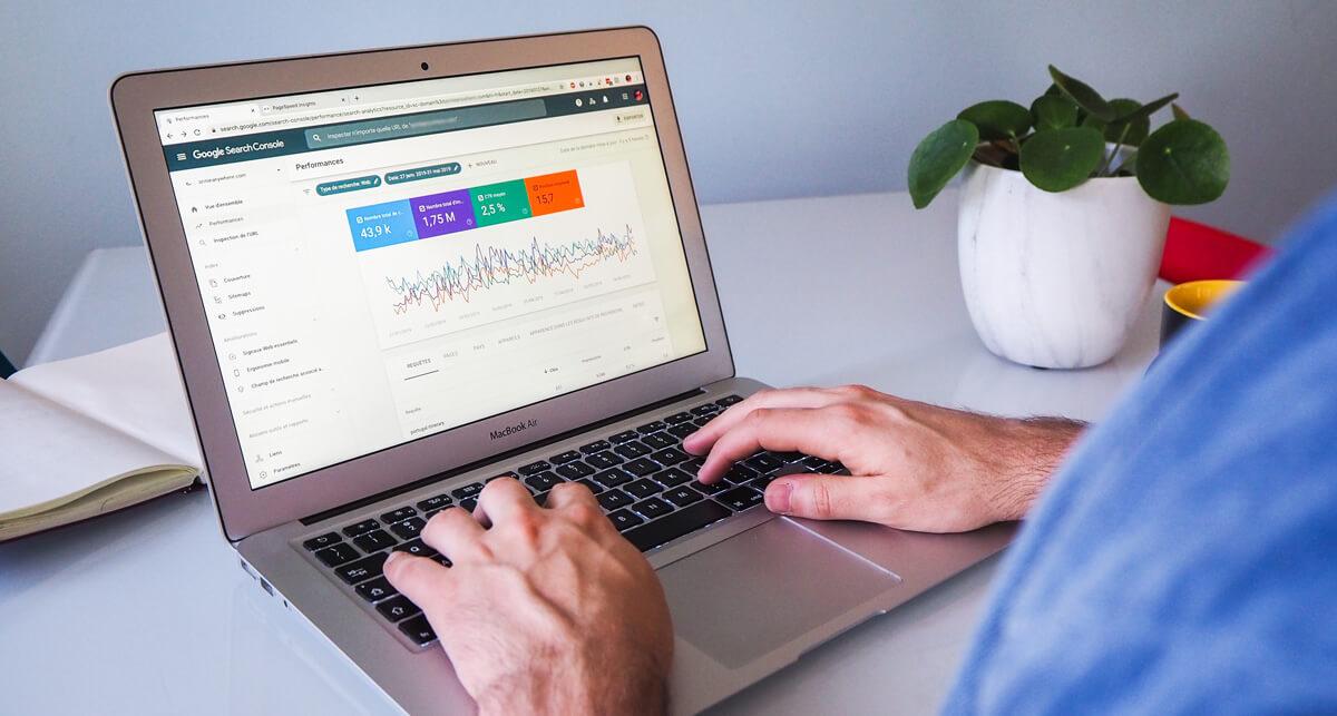 Sledovanie pozícií kľúčových slov v základnom nástroji pre SEO - Google Search Console